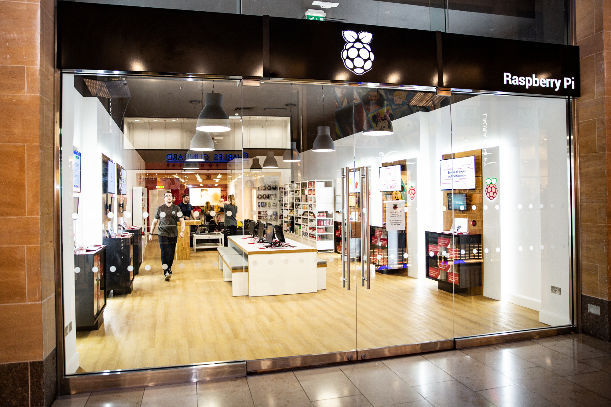 Raspberry Pi official retail store opens in Cambridge ...